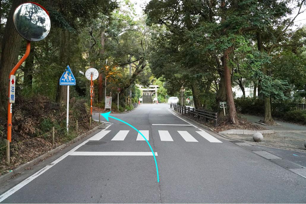寺田から水度神社方面へ進み、鳥居の前を左折
