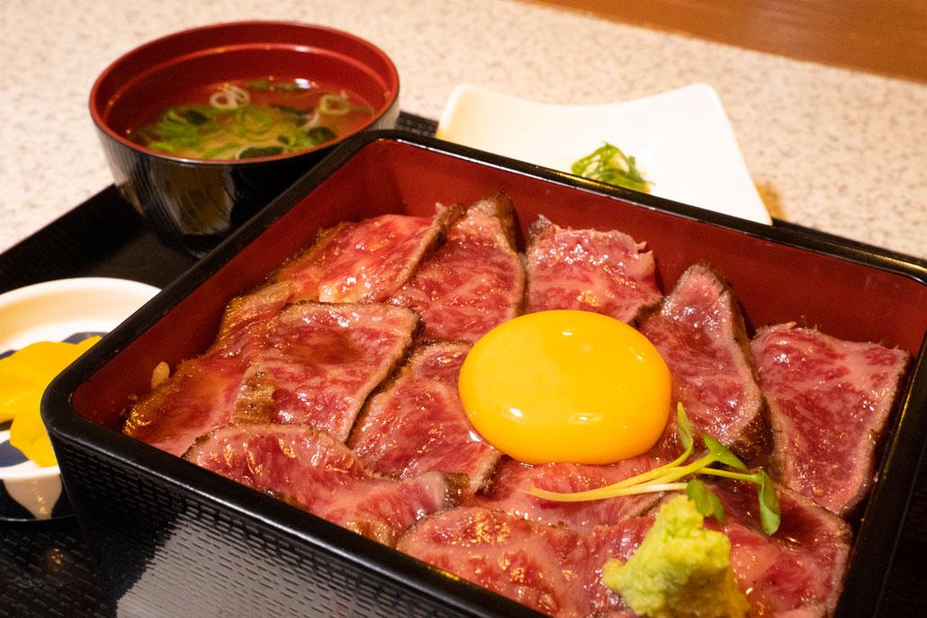 肉屋黒川「ステーキ重」の画像1