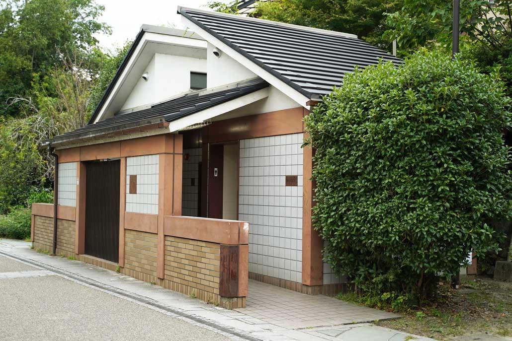 宇治神社近くの公衆トイレ