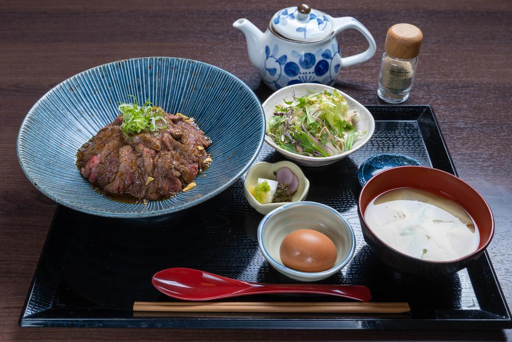「ステーキ丼」画像1