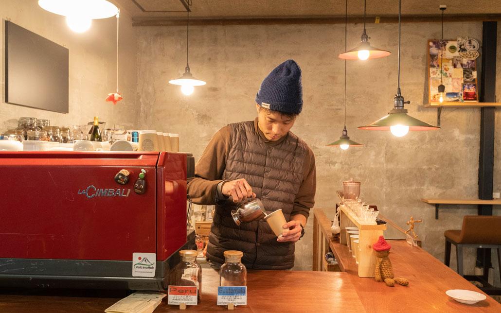 コーヒーを淹れる田辺さんの画像2