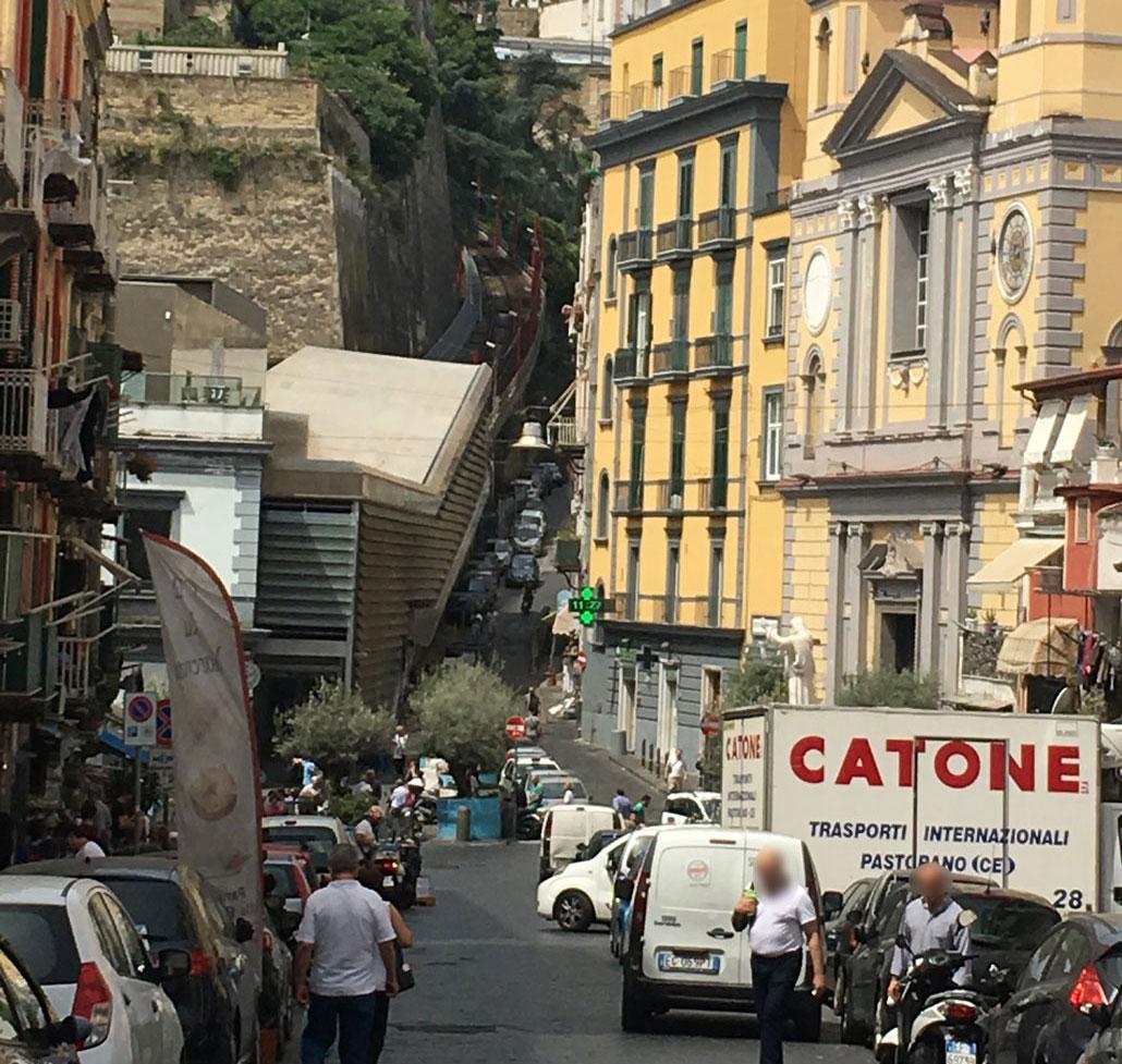 ナポリの街並み画像