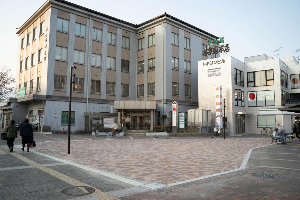 JR宇治駅前広場の画像