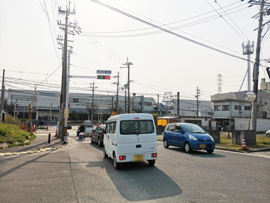 JR長池駅北側の踏切近くの信号の画像3