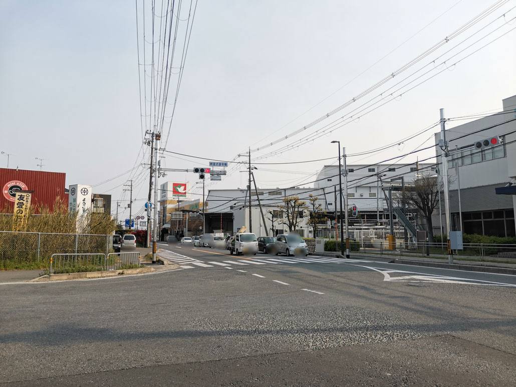 JR長池駅北側の踏切近くの信号の画像1