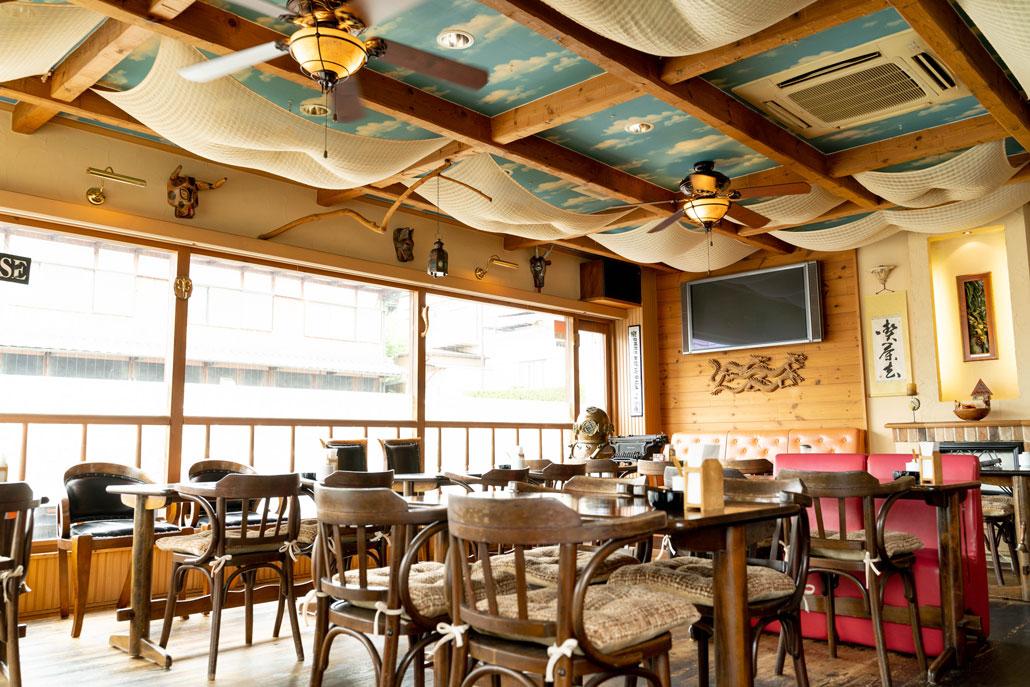 「cafe de granderue / カフェ・デ・グランリュ」店内画像1
