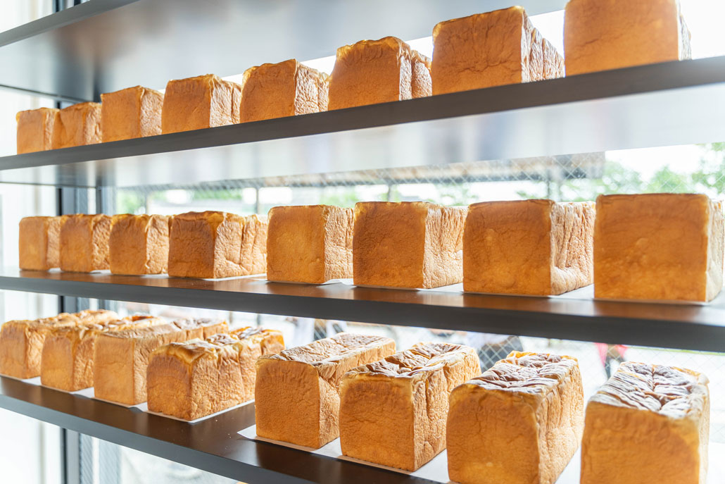 ディスプレイされた食パンの画像