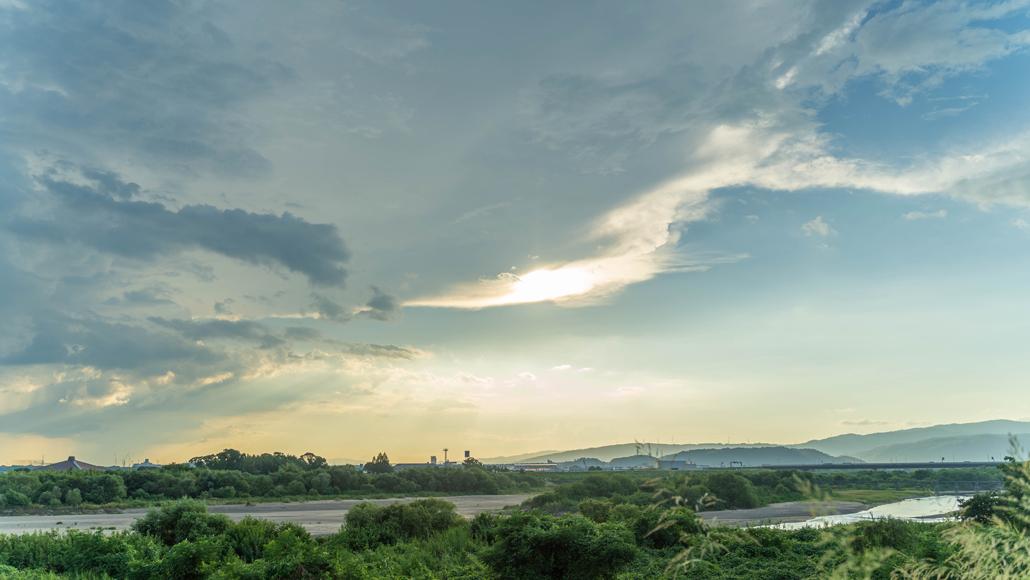 雲と夕日の画像