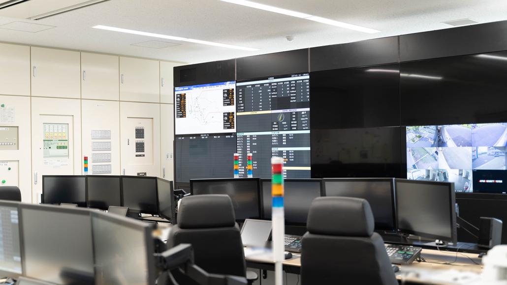 通信指令室の画像