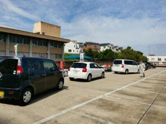 並ぶ車の画像