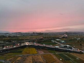 ガーデンモール木津川の駐車場からの夕焼け画像