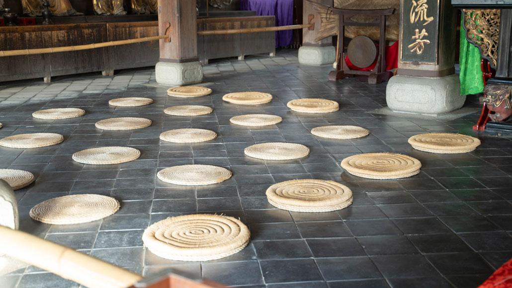 並んだ円座の画像