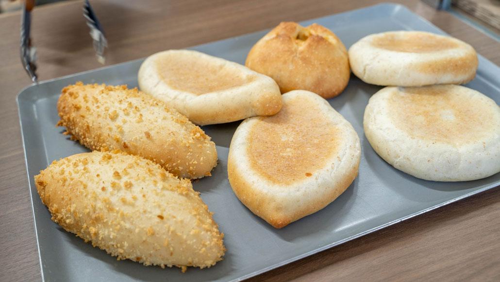 「焼きカレーパン 伸」パンの集合画像