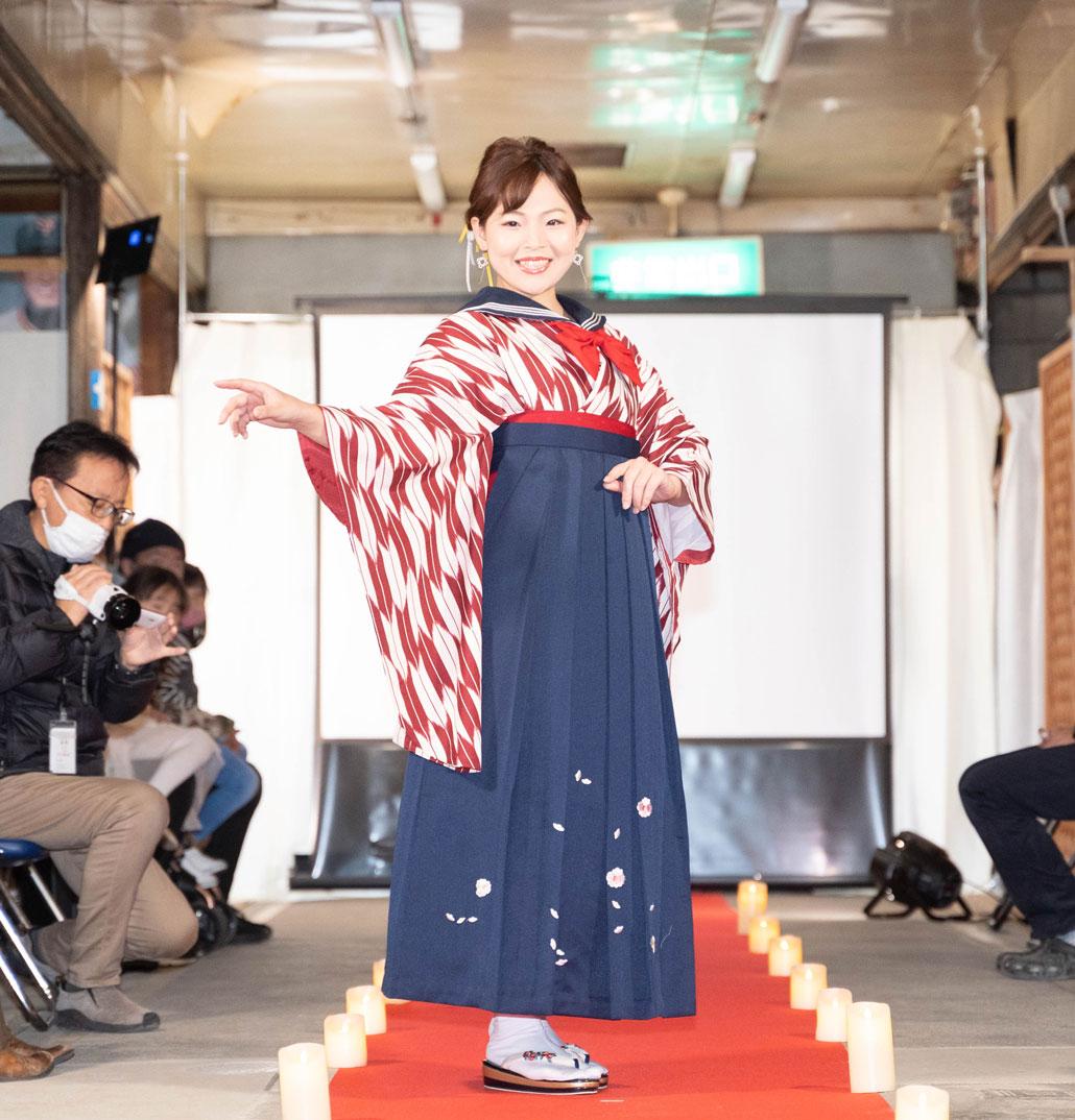 「変化を楽しむキモノショー」袴の変化前の画像