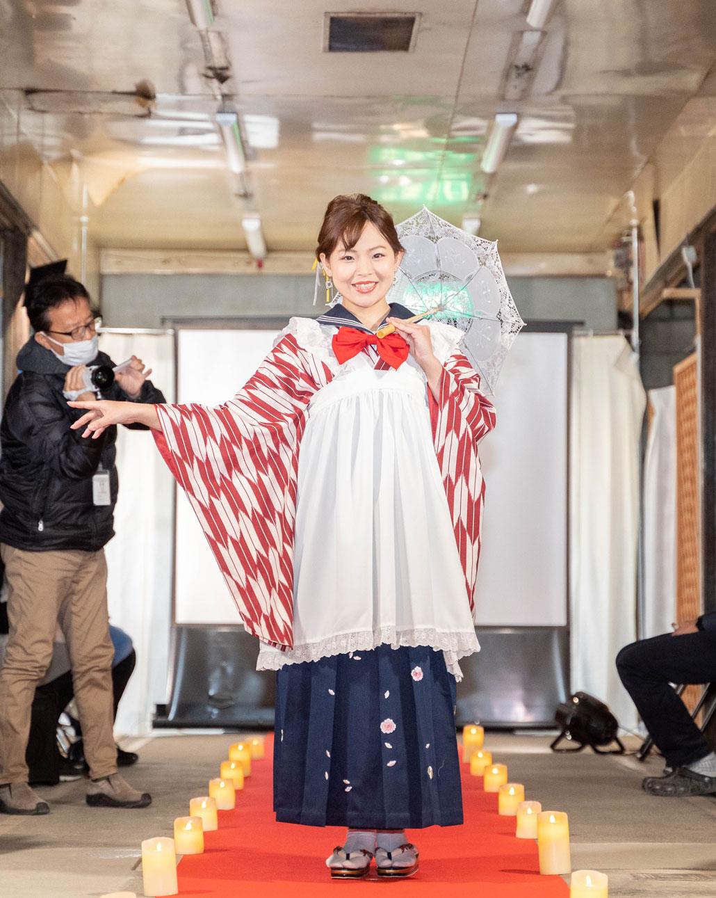 「変化を楽しむキモノショー」袴の変化後の画像
