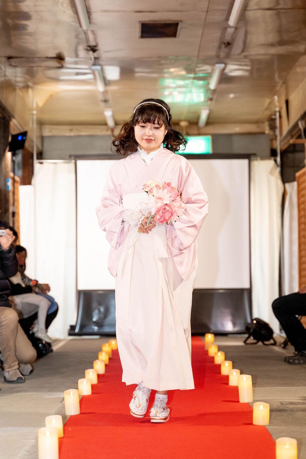 「変化を楽しむキモノショー」着物と袴のコーディネート画像