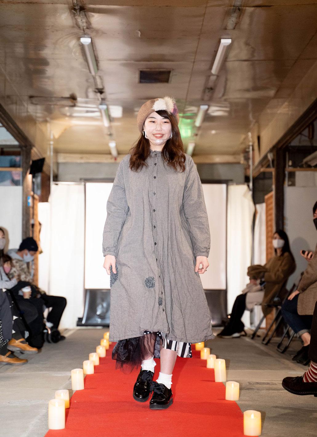 「ねこのしっぽのオンリーワンアイテム LIVE」女性モデルの画像2