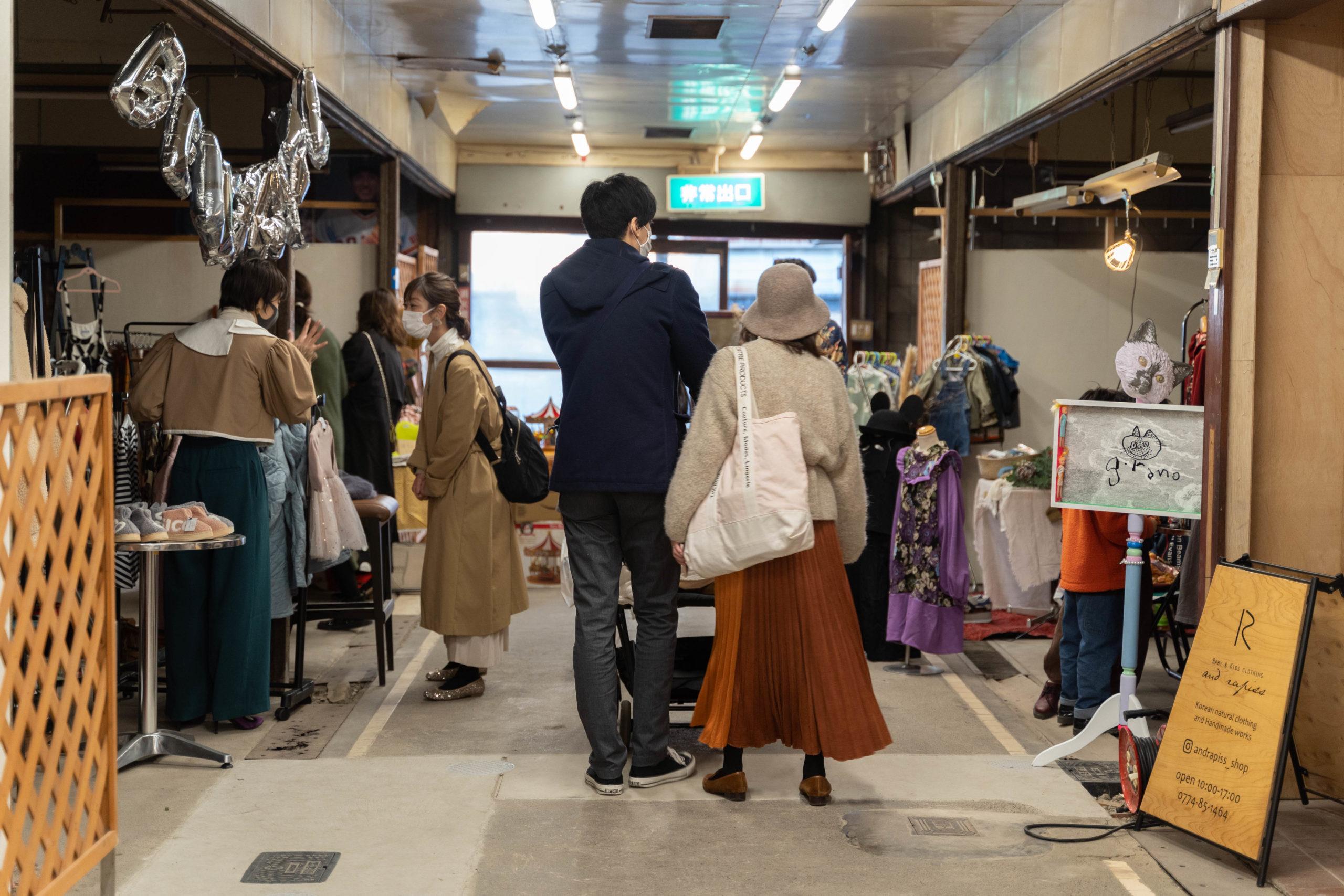 衣服の販売会の画像