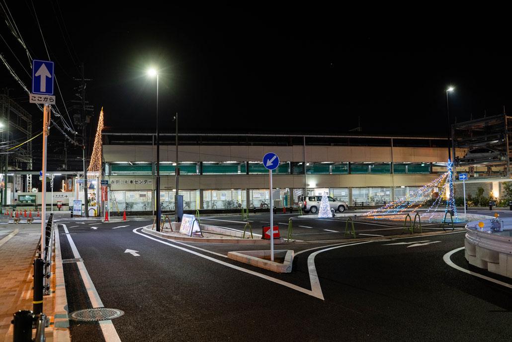 寺田駅前の道路の画像