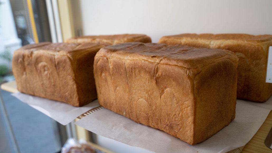 「パンデュール」店内の食パンの画像