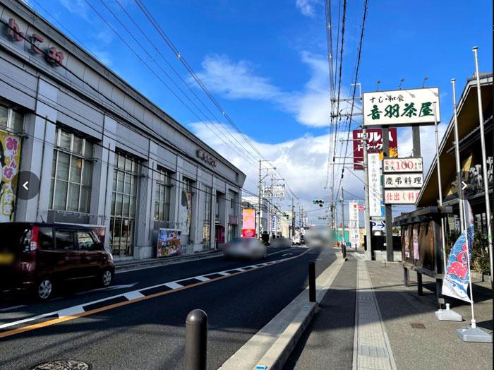 吉野家の前の道の画像