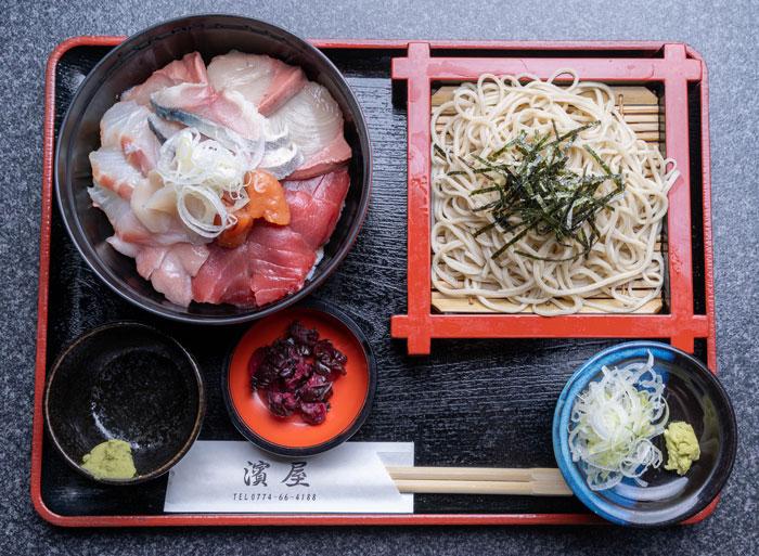 「海鮮丼 ミニ蕎麦セット」の画像