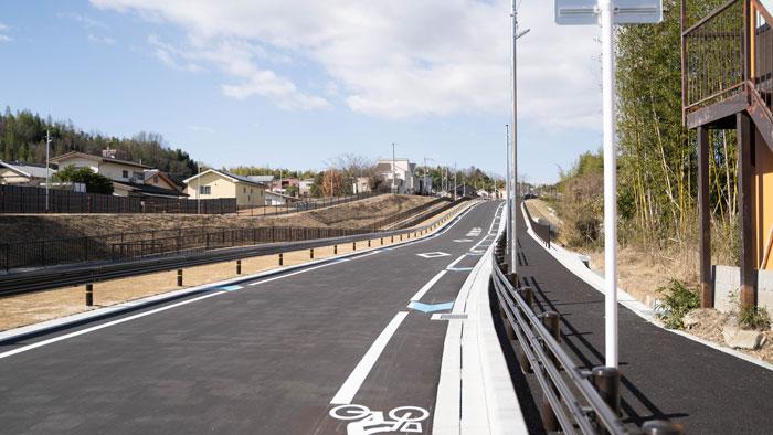 「市道町田宮ノ前線」車道と歩道の画像