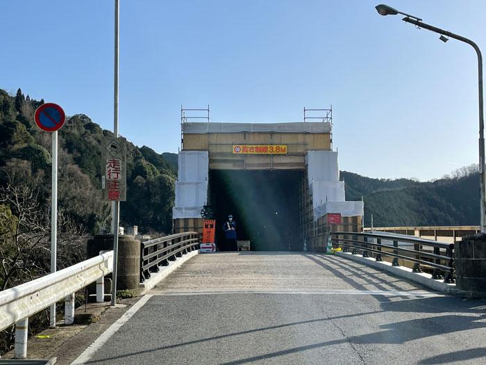 笠置大橋の車道の画像