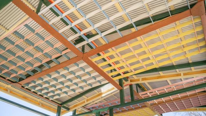 建物の天井の画像