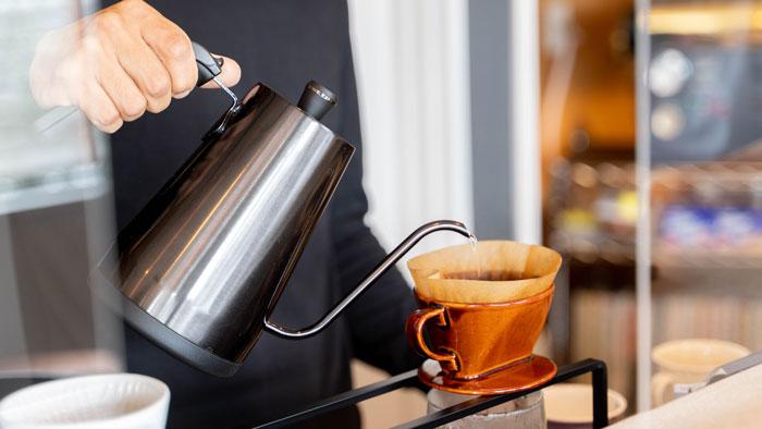 「ジャズ喫茶トレイン」珈琲を淹れて下さっている画像