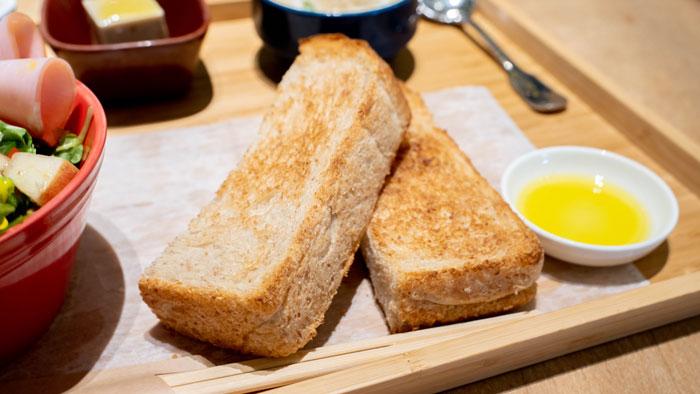 全粒粉のトースト画像
