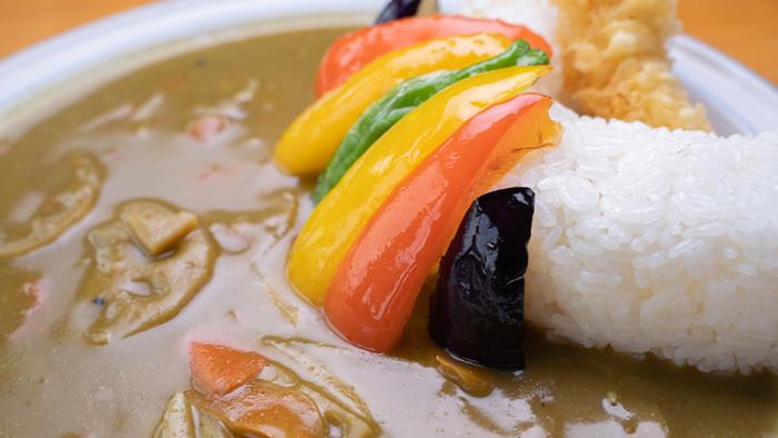 「彩り野菜の 和風グリーン天ケ瀬ダムカレー」の画像2