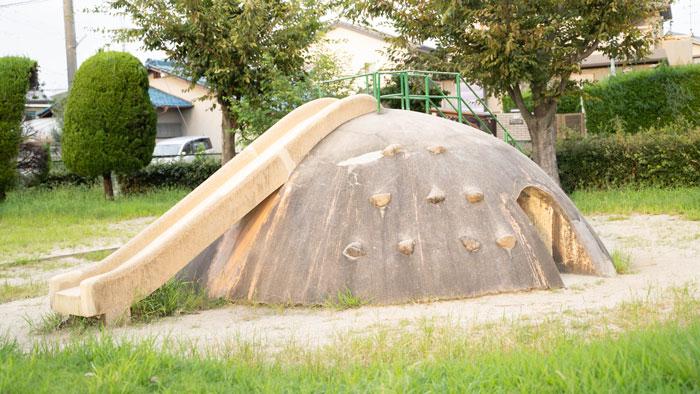 「久津川児童公園」滑り台画像