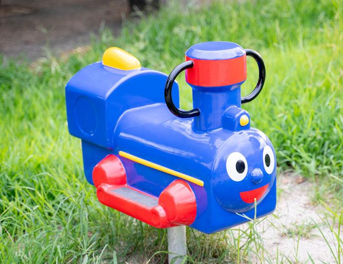 「久津川児童公園」機関車の遊具画像