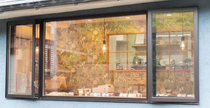 Cotoriお店の窓の画像