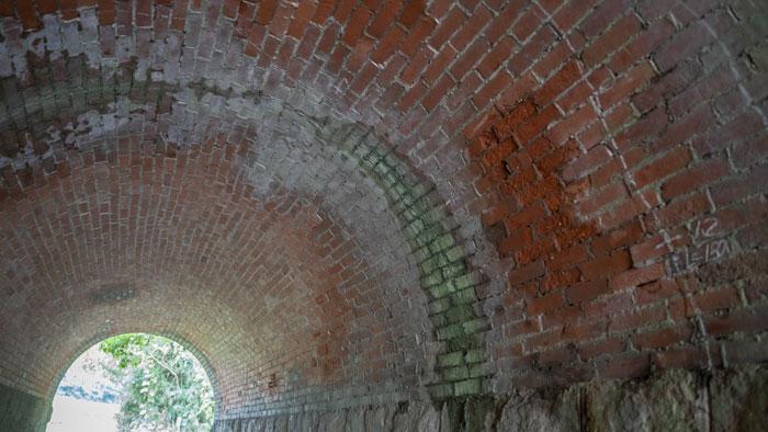トンネルの中の画像